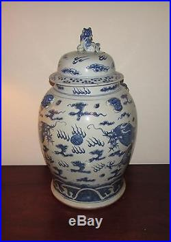 Antique Huge Chinese blue and white temple jar dragon foo dog Qing 19th
