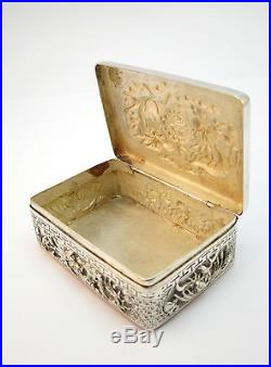 C1900 ANTIQUE CHINESE SOLID SILVER SNUFF / PILL BOX, WITH PIXIU DRAGON & PHOENIX